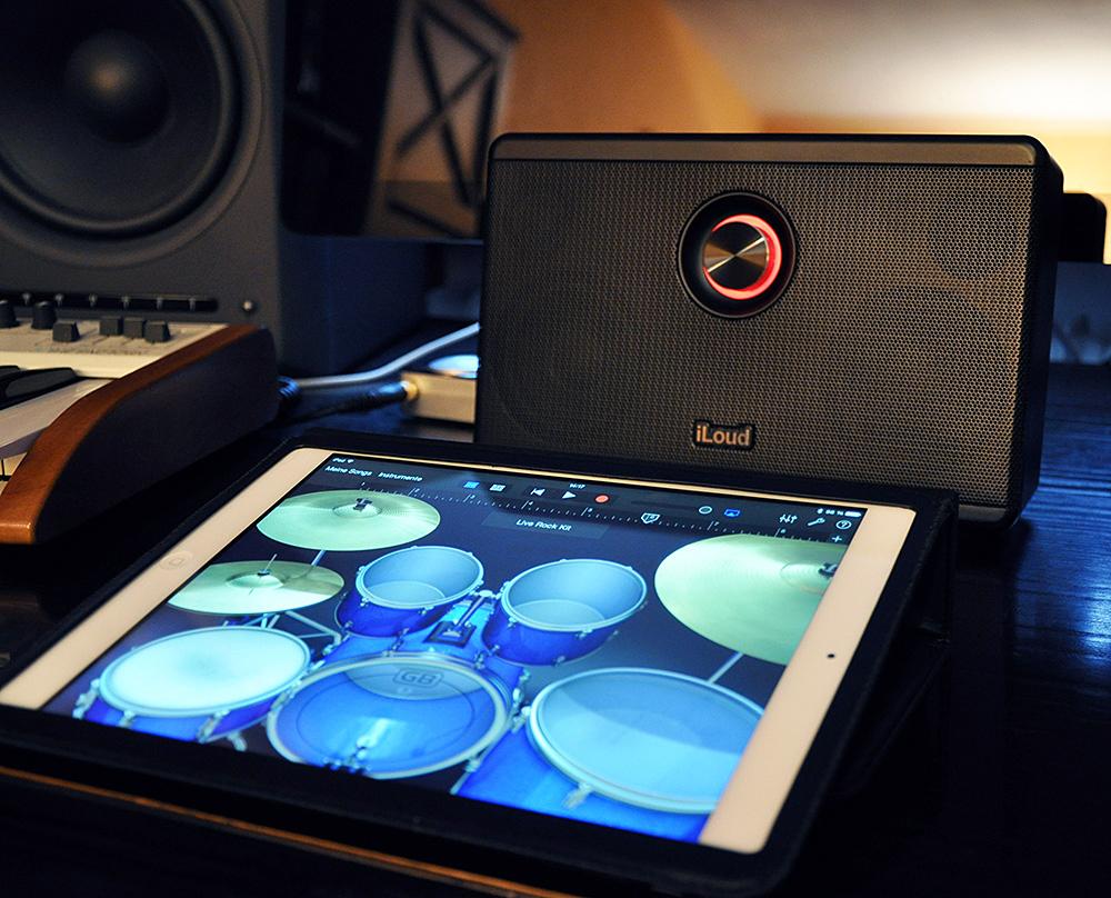 Die Drums aus GarageBand lassen sich mit sattem Sound spielen und aufnehmen.
