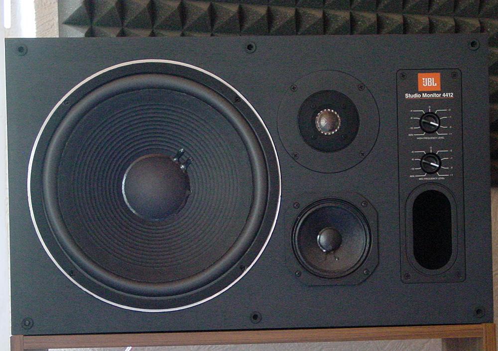 Der rechte Lautsprecher nach erfolgreicher Reparatur