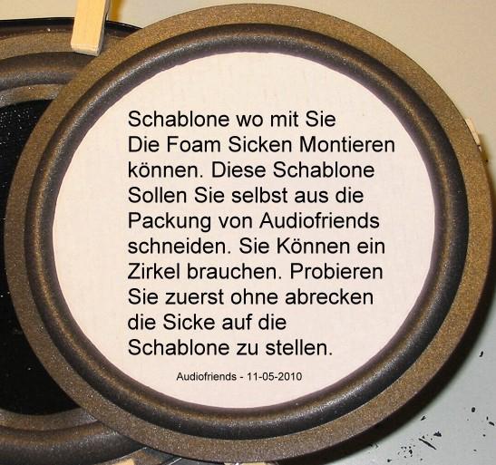 Schablone aus Verpackung des Versandkartons