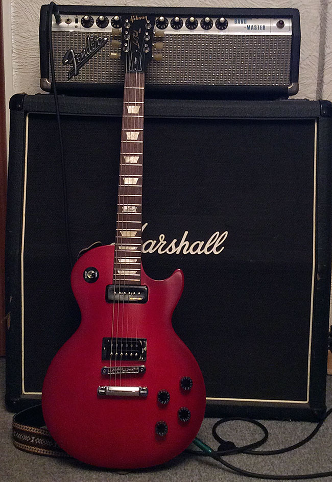 So wirkt die Farbe der Gitarre bei künstlichem Licht