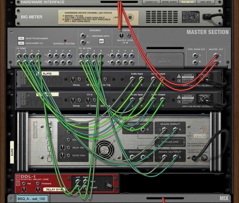 Geräterückseiten mit Kabelverbindungen