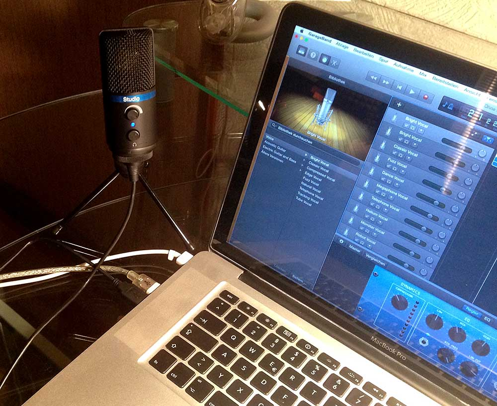 Mit 3-Bein-Stativ am MacBook Pro, Software Apple GarageBand