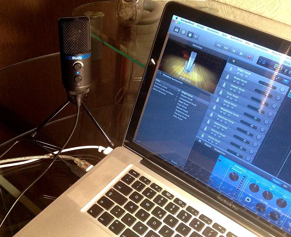 Mit 3-Bein-Stativ am MacBook Pro, Software Apple GarageBand