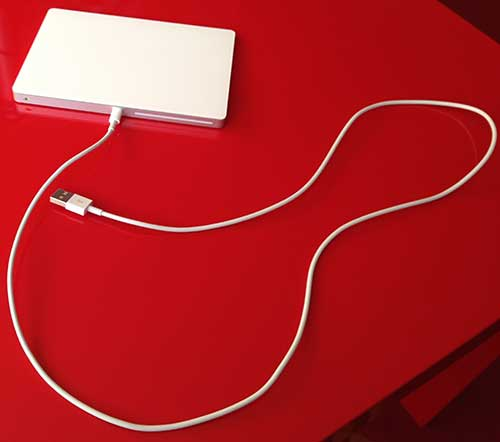 Lightning auf USB Kabel, hier am Trackpad